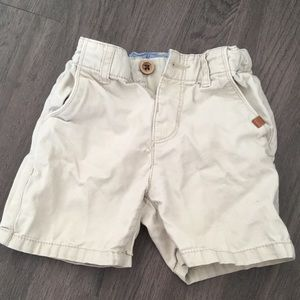 Zara boys khaki shorts 9-12M